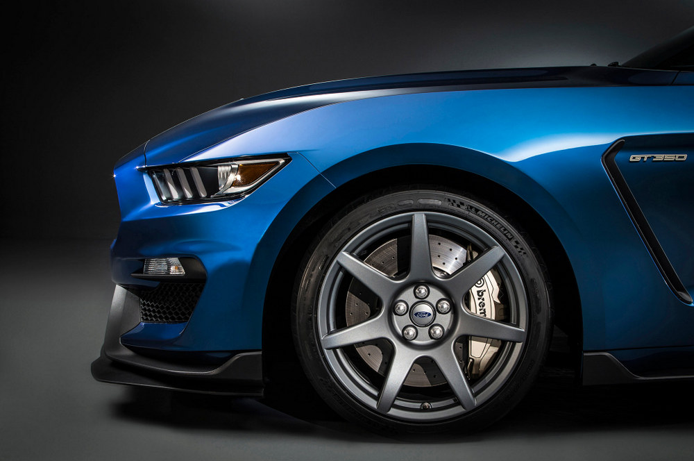 2015-ford-shelby-gt350r-mustang-1-carbon-fiber-wheel.jpg