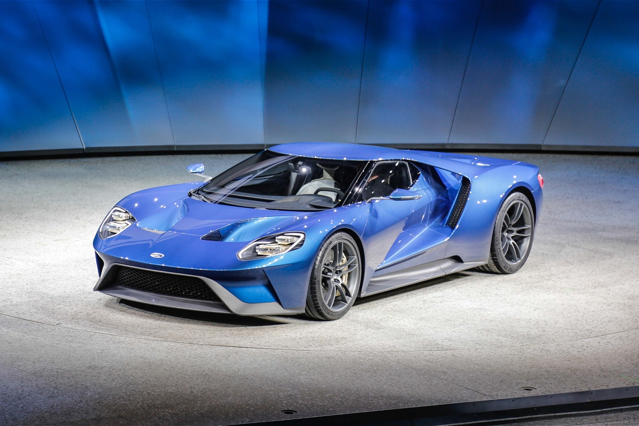 ford-gt-at-2015-detroit-auto-show-front-three-quarter-03.jpg